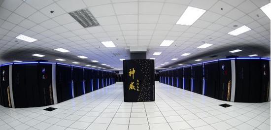 """资料图:这是安装在国家超级计算无锡中心的""""神威太湖之光""""超级计算机(2016年6月20日摄)。"""