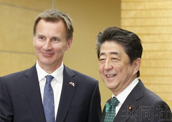 英國外交大臣亨特與日本首相安倍晉三