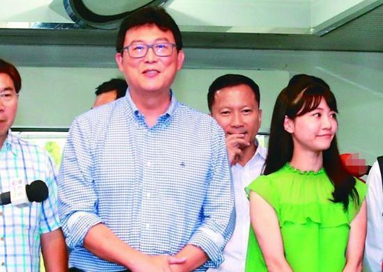 姚文智(左)。来源:台湾《联合报》