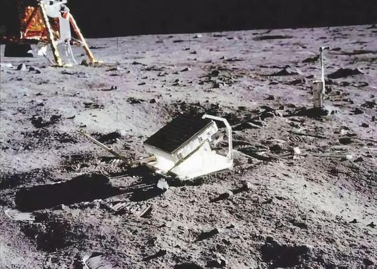 阿波罗11反射器阵列 图片来源:科技日报