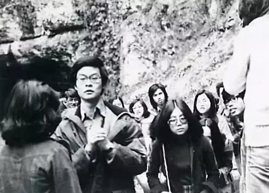 梁振英在英国留学期间,担任中华同学会副会长,组织旅行(资料图片)