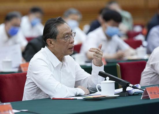 钟南山在座谈会上发言。新华社记者 姚大伟 摄