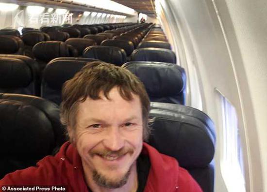 一男子很惧怕坐飞机_男子坐188人座波音737 发现自己成唯一乘客(图)|贝加莫|维尔纽斯 ...