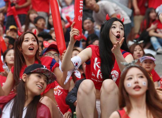 """韩国""""红魔""""啦啦队(韩联社)"""