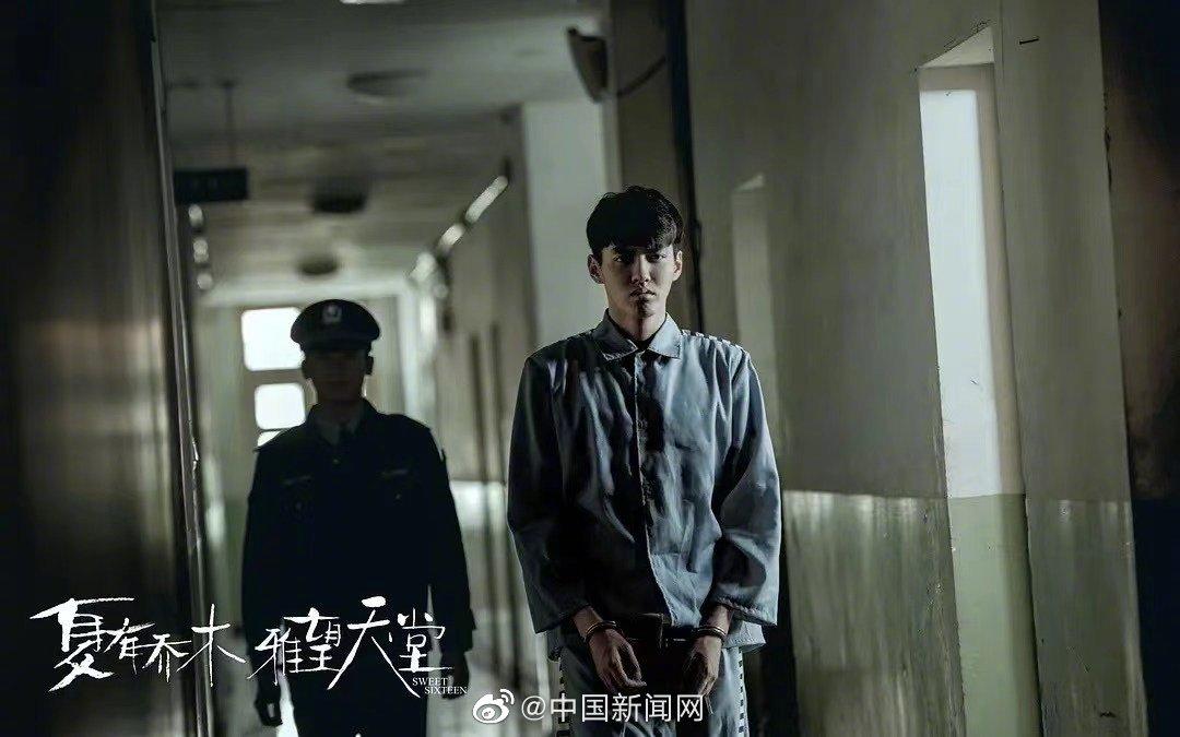 中国新闻网评吴亦凡被刑拘:成为明星前 请先成为合格的人