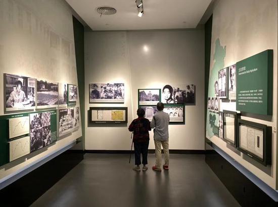 游客参观博物馆。新京报记者 王巍 摄