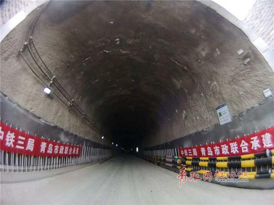 我国最深地铁海底隧道贯通 海底部分最深处达88米