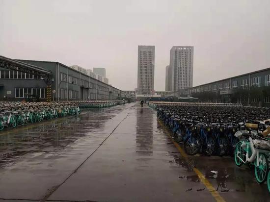 天津市东丽区富士达厂区,记者并未见到小黄车身影。