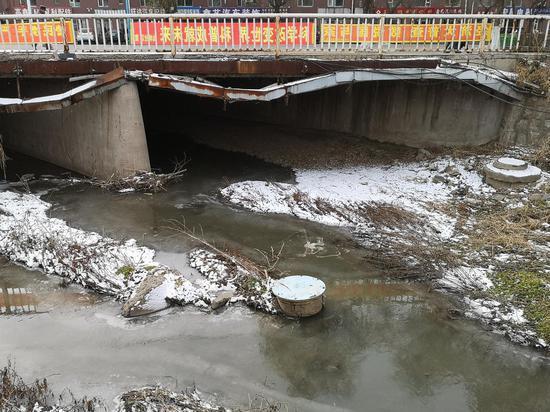 11月18日,辽源市人民大街与仙城大街交汇处的桥下情景。新京报记者 段睿超 摄