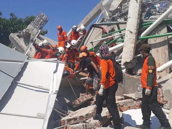 ▲国家声援中心人员在帕鲁市进走声援 图据Getty Images