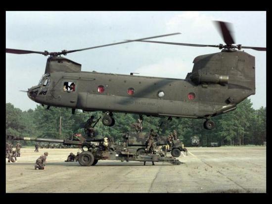图为CH-47运输直升机