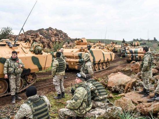 原料图:阿夫林地区的土耳其部队。