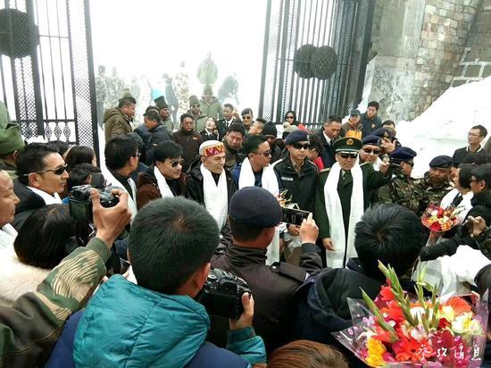 2018年5月中印乃堆拉边贸互市通道开关仪式,图片来源:视觉中国。