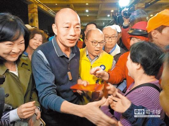 """在""""韩流""""带动下,蓝营气势如日中天,有意争取国民党提名参选高雄区域""""立委""""者众,不少选区都呈现参选爆炸情况。(图片来源:台湾《中国时报》)"""