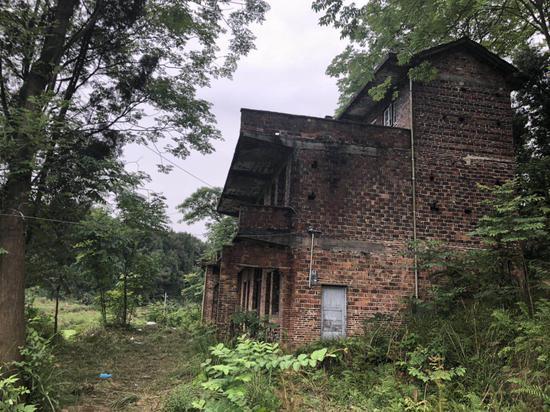 张居迁服药自杀的废弃民居 本文图片均为澎湃新闻记者 蒋格伟 图