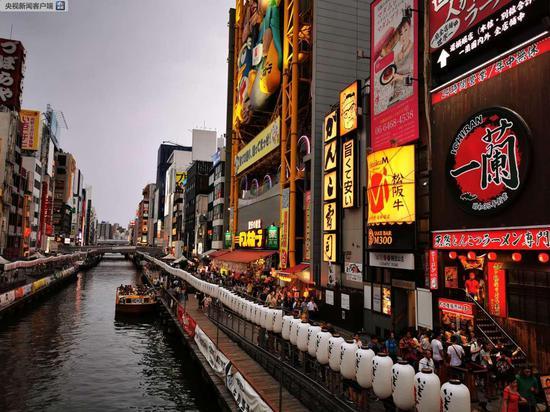 """道顿堀,大阪的重要美食地标。江户时代,大阪就被称为""""天下厨房""""(央视记者荆伟拍摄)"""