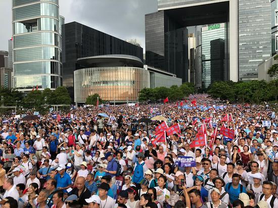 365bet买球-香港市民集会支持警方执法 梁家辉等近17万人参加