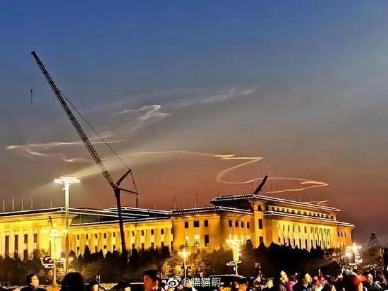 """北京""""火箭云""""刷屏朋友圈 还有网友拍到了UFO?"""