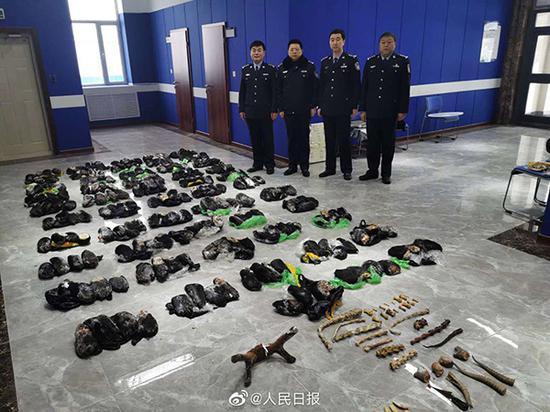 青海西宁路面塌陷现场已找到6具遗体