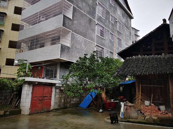 """邻居违建仅被""""纸面处理"""" 湖南一房主起诉两政府部门"""