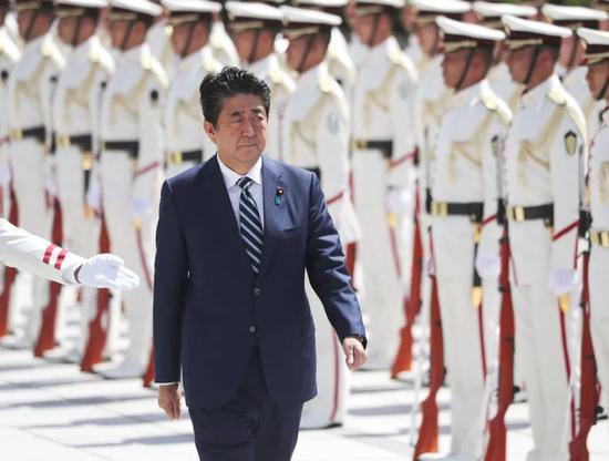 9月17日,日本首相安倍晋三在改组内阁后,视察日本防卫省。