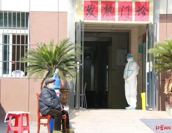 黄冈市中医院的发热门诊。