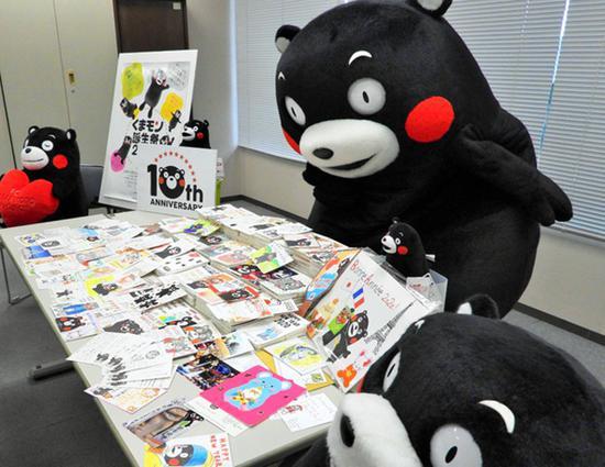 日本人气吉祥物熊本熊新年收到5958张贺年片 将一一回信(图片来源:朝日新闻网站)