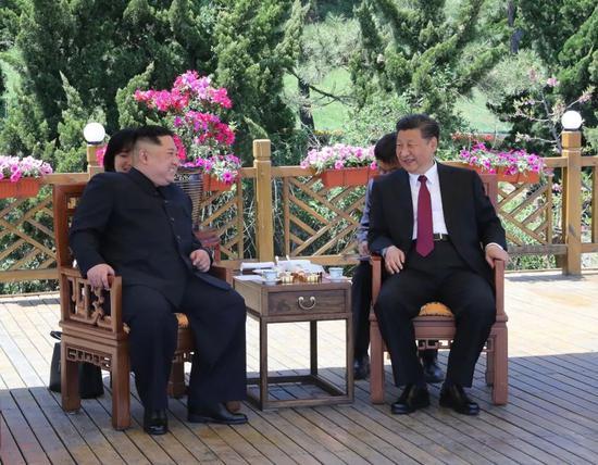 2018年5月8日,习近平同金正恩在大连举行会晤。新华社记者 鞠鹏 摄