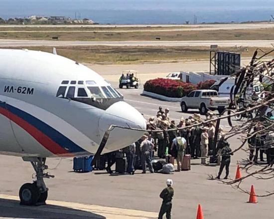 3月24日,俄罗斯军机载士兵和设备抵达委内瑞拉 图自社交媒体
