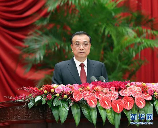 9月30日晚,国务院在北京人民大会堂举行国庆款待会,热烈庆贺中华人民共和国成立六十九周年。国务院总理李克强致辞。 新华社记者 刘卫兵 摄