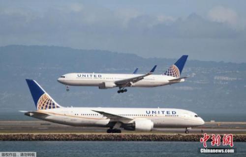 资料图:美联航客机。