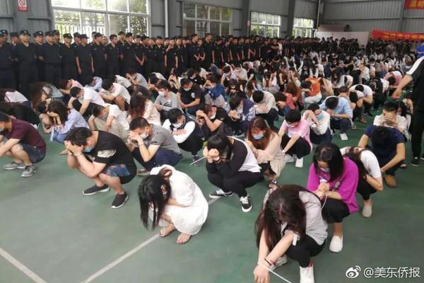 武汉:无疫情小区内商业网点限时开放 每户每天可派1人购物