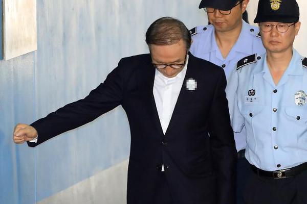 被美军击杀的伊朗将领遗体运抵伊朗 5日将举行葬礼