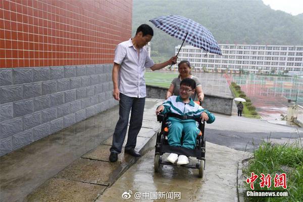 被香港暴徒烧伤的李伯情况好转 已做3次植皮手术