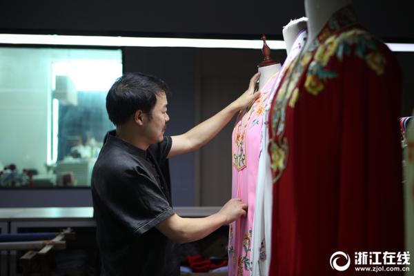 港独陈浩天申请撤销宵禁令遭拒,涉非法集结、袭警被捕