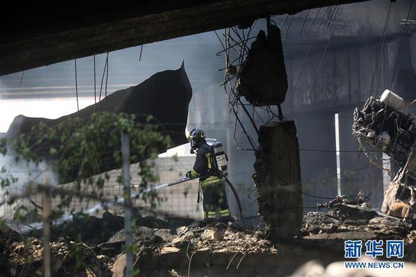 美国得克萨斯州一化工厂爆炸,居民疏散工作正在进行