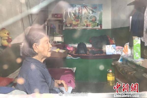 看哭!64岁儿子确诊新型肺炎,90岁老母亲独自在医院照顾