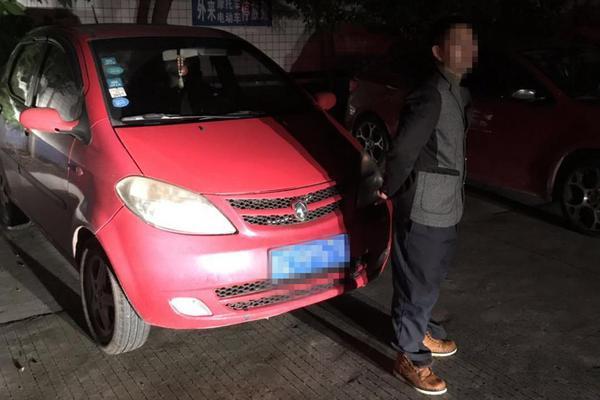 武磊成首位攻破巴萨球门的中国球员