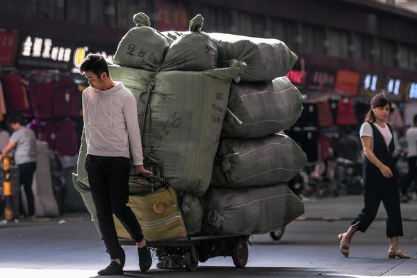 陕西佛坪县:每个贫困生都有教师一帮一