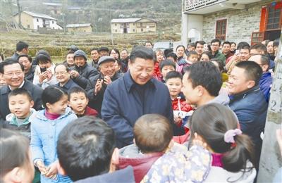 2月2日,習近平在井岡山市茅坪鄉神山村給鄉親們拜年,祝鄉親們生活幸福、猴年吉祥。新華社記者謝環馳攝
