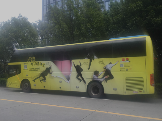"""世界睡眠日,深圳街头""""睡觉巴士""""引围观_新浪新闻"""