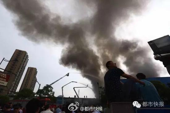沈半路灯具市场发生大火