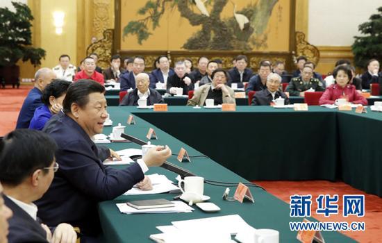 2014年10月15日,中共中央总书记、国家主席、中央军委主席习近平在北京主持召开文艺工作座谈会并发表重要讲话。 新华社记者 鞠鹏 摄