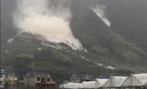 约20幢居民楼被泥石流冲毁
