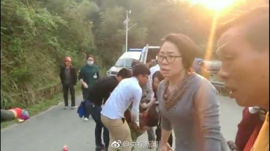 施工车侧翻已致12死:湖南郴州王仙岭车祸司机已被控制
