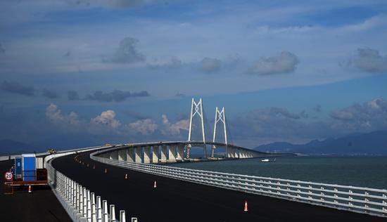 2017年6月8日,世界上最长?#30446;?#28023;大桥-港珠澳大桥全线贯通在即。?#35745;?#26469;源:视觉中国