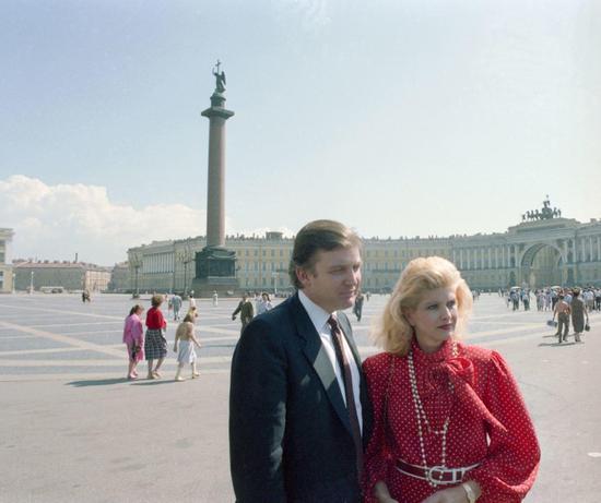 (特朗普与伊万娜在俄罗斯 图片来源:《华盛顿邮报》)