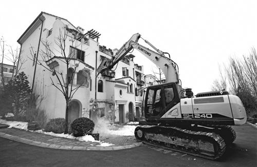自然资源部回应违建别墅整治 土地问题仍备受关注