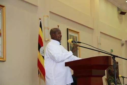 ▲11月14日,在乌干达恩德培总统府,穆塞韦尼总统与中国在乌商界代表会面时发表讲话。(新华社)