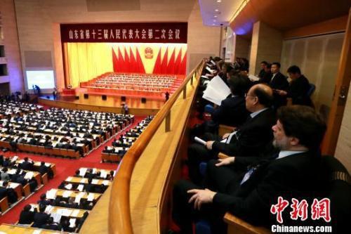 资料图:2月14日,山东省第十三届人民代表大会第二次会议在济南召开。 梁犇 摄